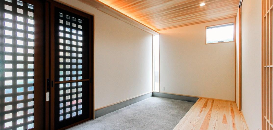洗い出し土間の広い玄関は来客を受け入れ会話を生む 福山市東手城町 和風建築の注文住宅 コアハウス