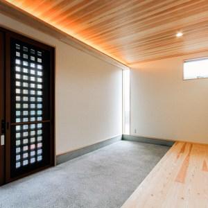 洗い出し土間の広い玄関は来客を受け入れ会話を生む|福山市東手城町|和風建築の注文住宅 コアハウス