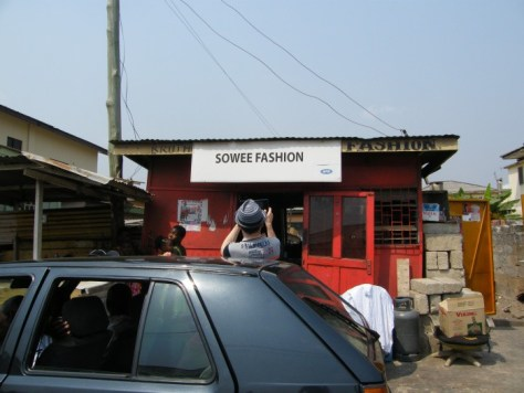 """A storefront sign on a small building that says """"Fashion Sowee"""""""
