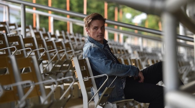 Singer-songwriter Riley Smith releases single from his upcoming EP. Photo: Eric Griffin