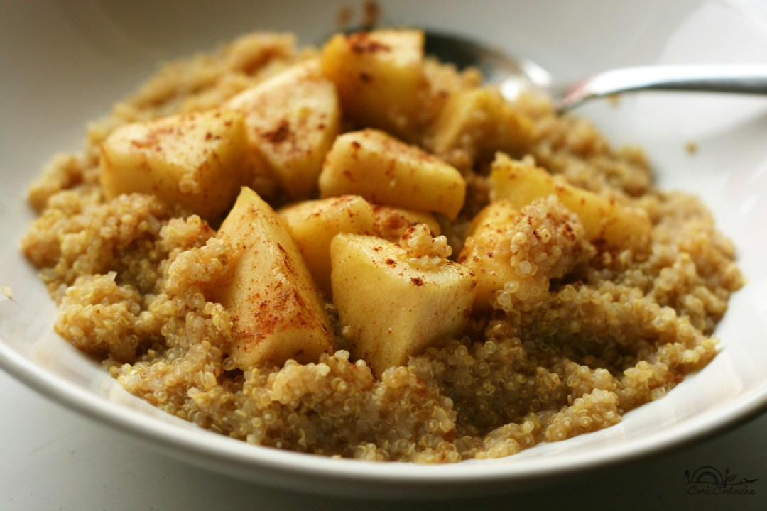 budinca de quinoa cu mere caramelizate