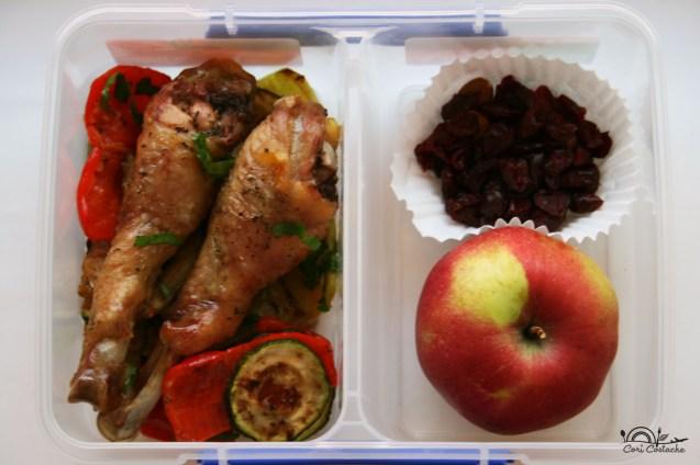 Legume la gratar cu pulpe de pui rumenite - lunchbox