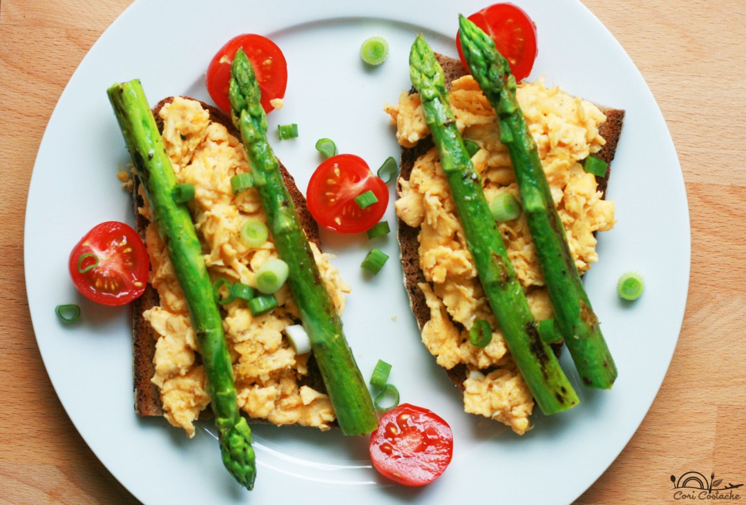 scrambled eggs toast with crispy asparagus