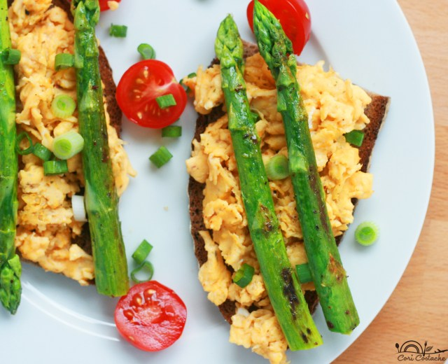 scrambled eggs toast with crispy asparagus