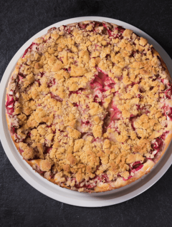 Rhubarb and Cardamon Crumble