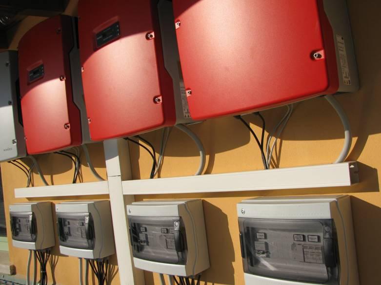 fotografie inverter installati a parete