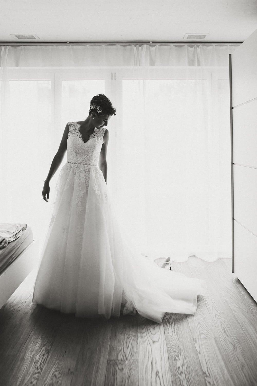 Braut Kleid ankleiden Hochzeit