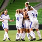 Ayres steps up at AAMI as South storm to summit