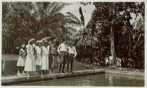 """Onderschrift: 'Zwembad """"Kedoeng Malang""""'"""