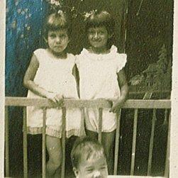 Onbekend, Maud, Loes (in box). Onderschrift: 'Sept. '28'