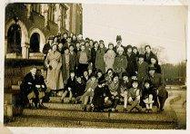 Onderschrift: 'Verschillende schoolreisjes van Maud in Holland'