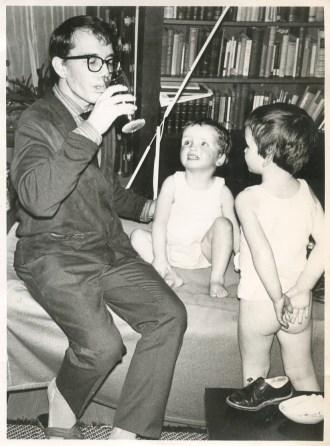 """Met Saskia en Andrea. """"December 1961"""""""