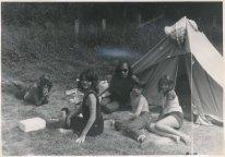 """Met de kinderen en een leerling. """"Nagekomen foto uit de Ardennen zomervakantie 1971"""""""
