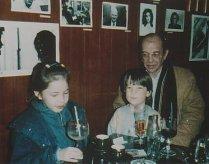 Met dochter Machteld en Arthur Dütting in Parijs, begin jaren tachtig
