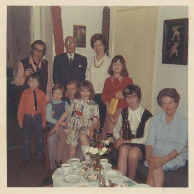 Met de kinderen op bezoek bij de schoonfamilie , ±1968