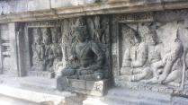 Beeld in het Prambanan, geen boeddhistische maar een hindoeïstische tempel. Voorbeeld van syncretisme: paar km verderop en in dezelfde tijd gebouwd.
