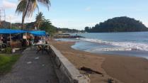 Padang (Sumatra), het strand met de palmbomen.