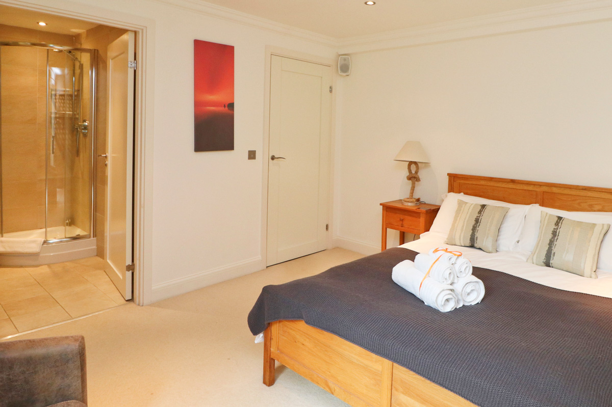 Harlyn Ocean Blue holiday apartment double bedroom