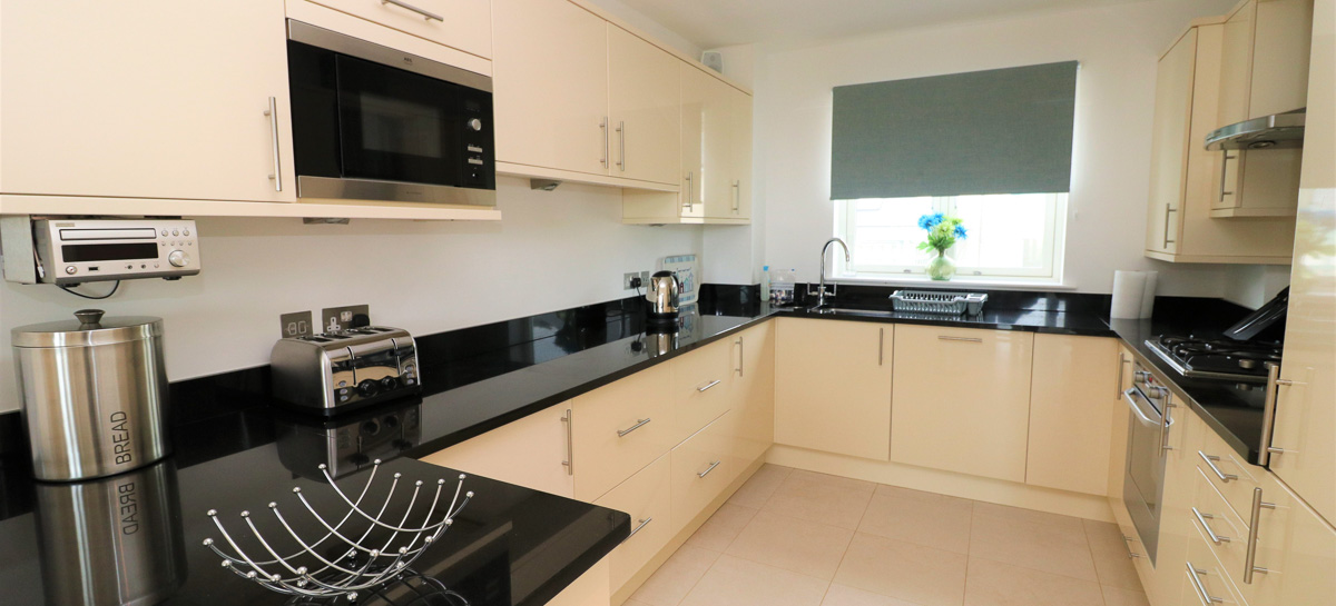 Quies Ocean Blue Holiday apartment Cornwall kitchen