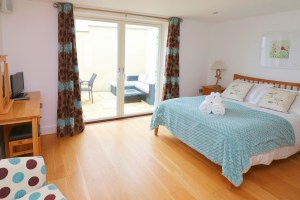 Trevarrian Ocean Blue Holiday apartment Cornwall master bedroom