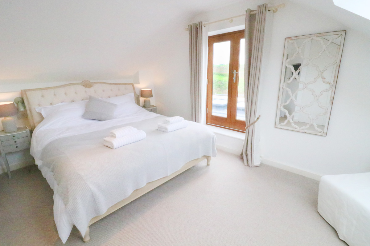Trehelles Cornwall holiday cottage double bedroom