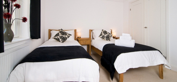 daymar holiday cottage cornwall twin bedroom