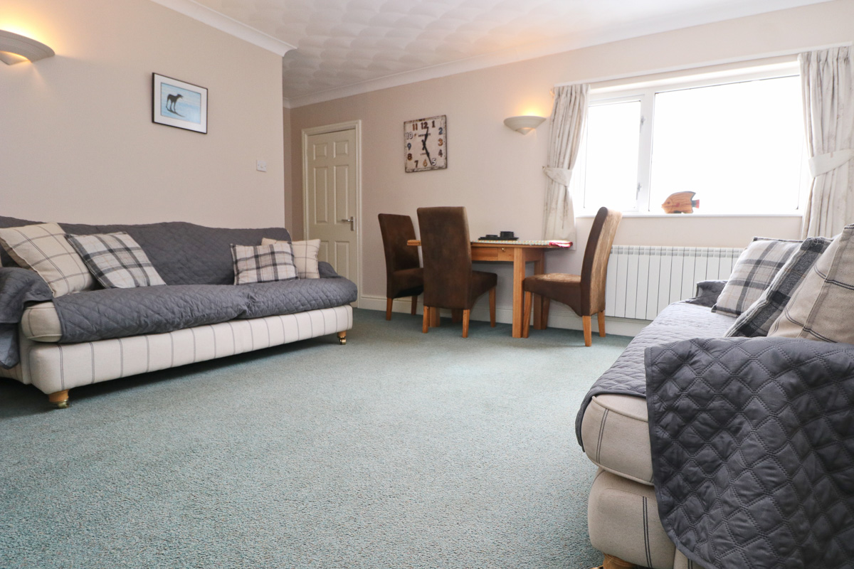 holiday flat in central Padstow Cornwall dining