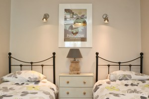 character holiday cottage in Padstow twin bedroom