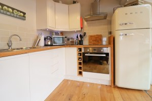 character holiday cottage in Padstow kitchen