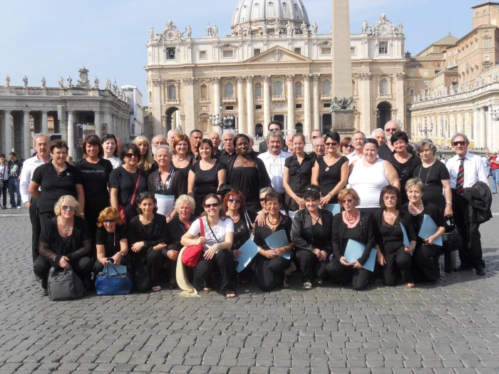 I cori di Viarolo e Bannone a Roma in piazza San Pietro, 2010