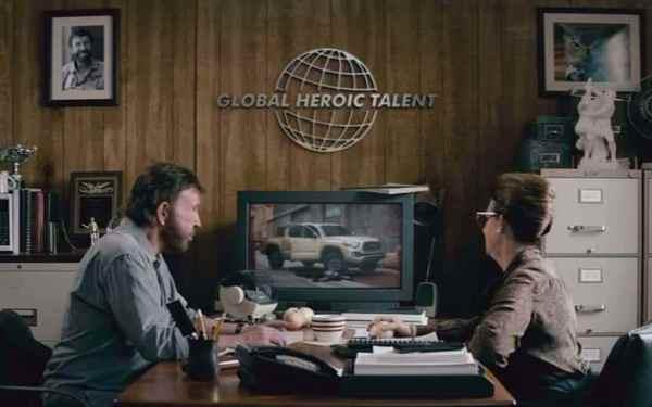 Chuck norris com Toyota tacoma