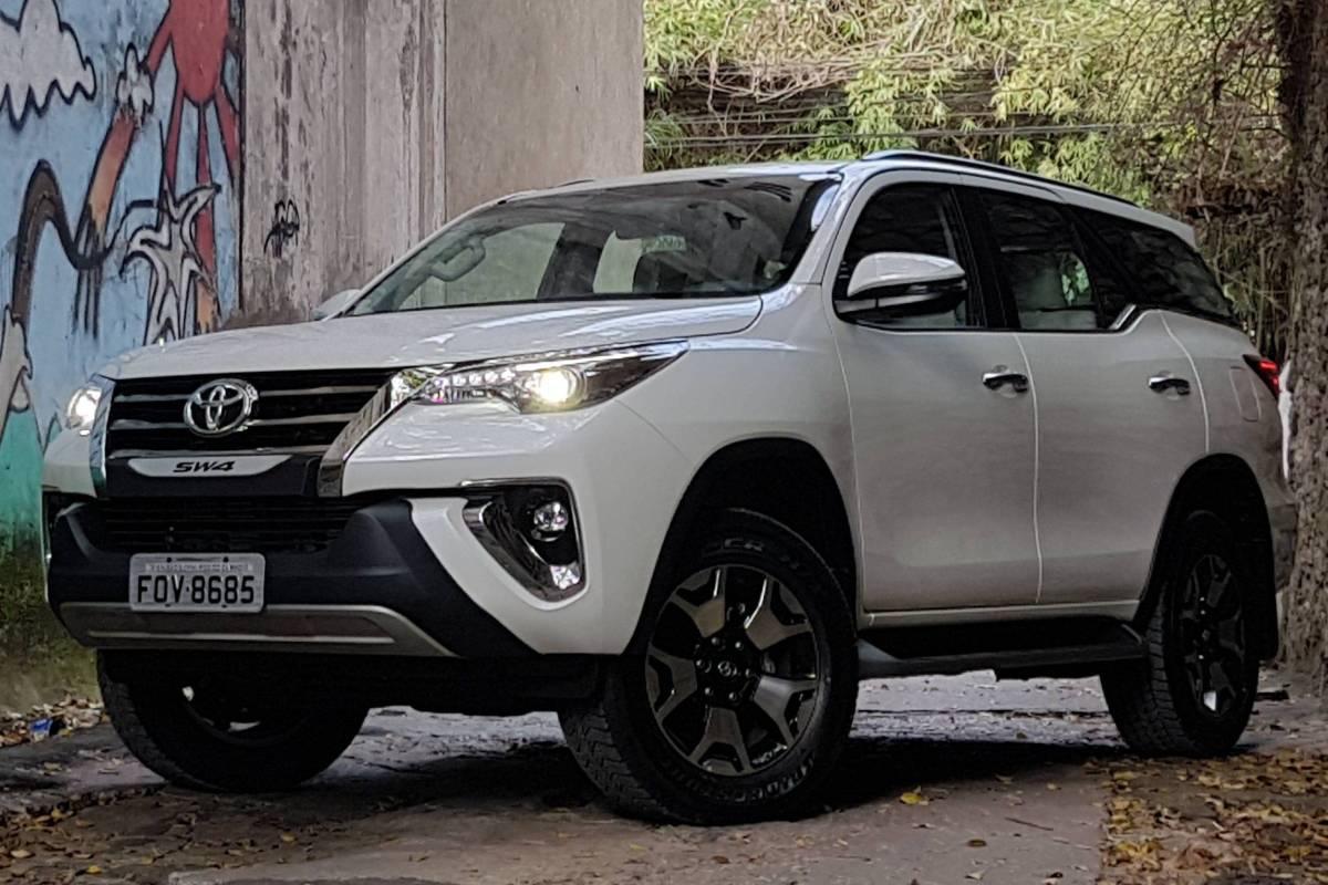 Nova Toyota Hilux SW4
