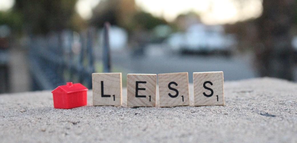 monopoly huis met scrable letteres L E S S