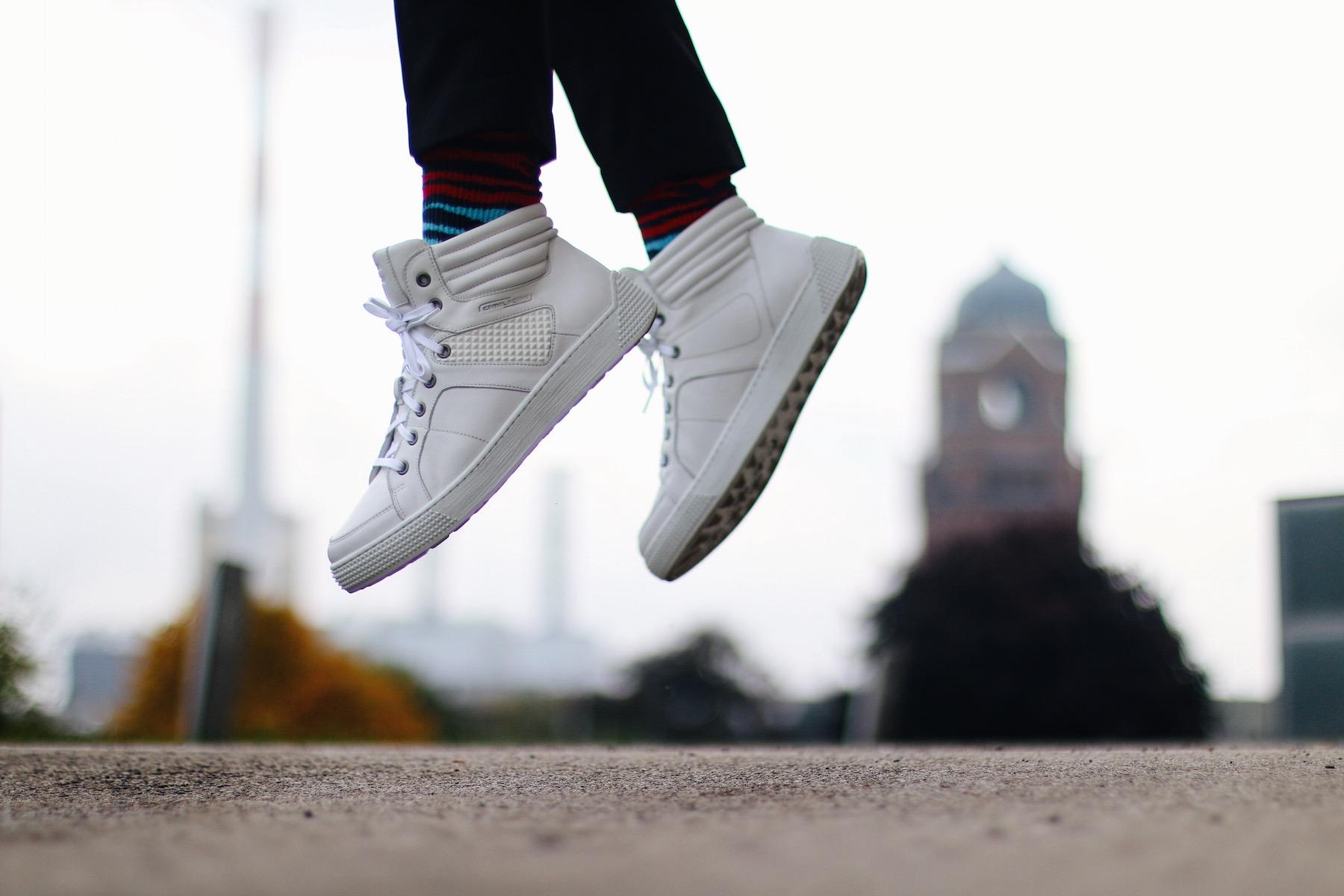 tendenze moda sneakers alte per uomo, scarpe autunno inverno bianche