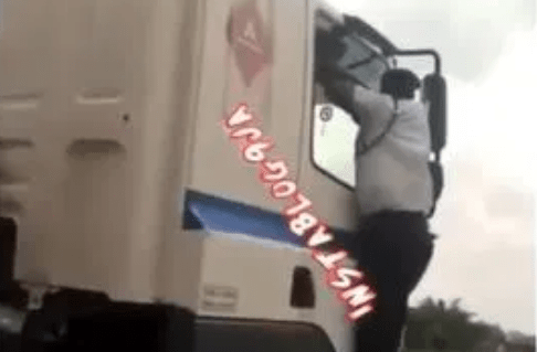 VIO officer cling to speeding truck in Delta after driver refuses to stop (VIDEO)