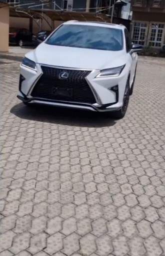 Yemi Alade gifts her mum a brand new car on her birthday
