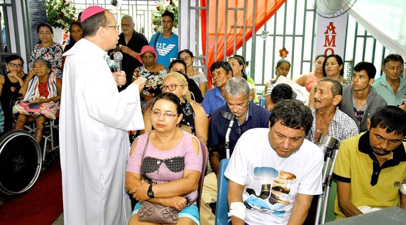 Dom Vasconcelos celebra Natal com pacientes na Santa Casa
