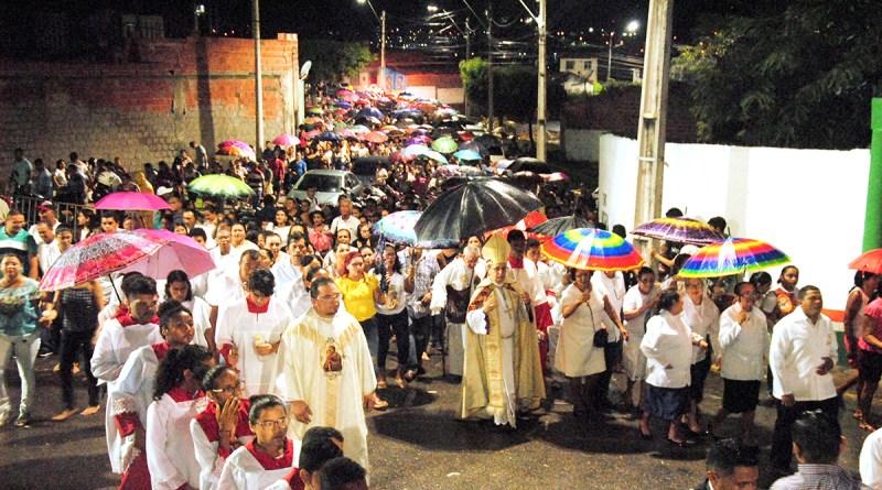 Dom Vasconcelos encerra festejos de São José no Bairro Sumaré em Sobral com procissão e missa solene