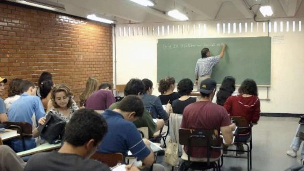 O Fies oferece financiamento de cursos superiores em instituições privadas a uma taxa de juros de 6,5% ao ano
