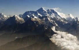 Sherpas encontram alpinistas mortos em barracas no Everest