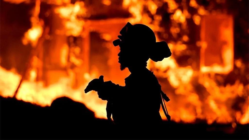 Os incêndios que ocorrem, no norte da Califórnia, ainda prosseguirão por mais tempo