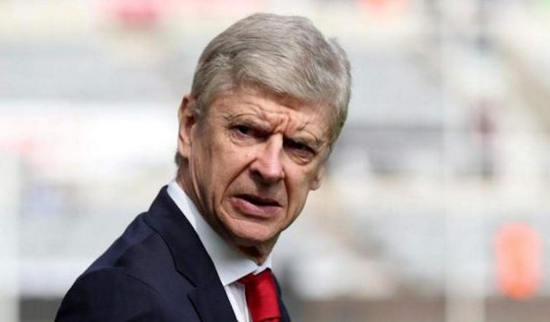Técnico do Arsenal critica liga inglesa por atraso no uso do árbitro de vídeo
