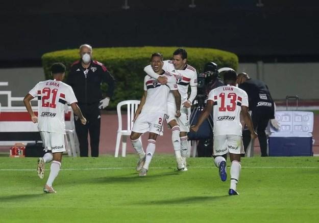 São Paulo jogou bem e venceu por 4 a 2