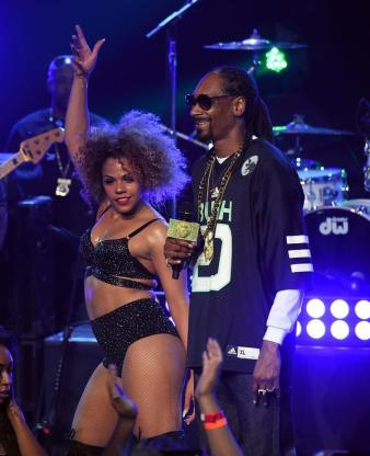 BURBANK, CA - MAY 11: Rapper Snoop Dogg performs onstage during Snoop Dogg Live on the Honda Stage at iHeartRadio Theater on May 11, 2015 in Burbank, California. (Photo by Kevin Winter/Getty Images for iHeartMedia)
