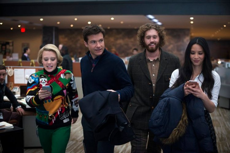 OFFICE CHRISTMAS PARTY | Movie Review