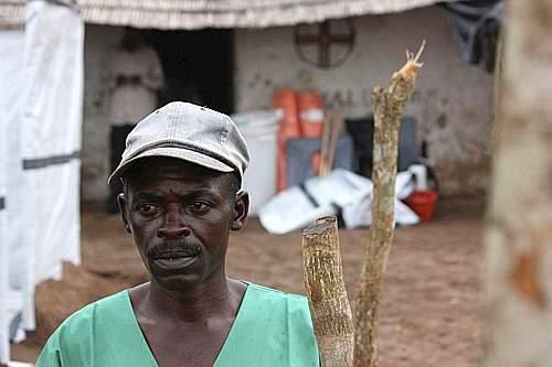 Nel villaggio di Kampangu, nella regione congolese del Kasai, Medici senza Frontiere ha costruito un centro di isolamento per i malati di febbre emorragica Ebola (©MSF)