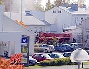La scuola di Kauhajoki in fiamme dopo la strage (Ansa)