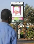 Manifesti di Al Bashir a Kahartoum
