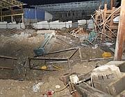 Le rovine in una fonderia a Gaza City dopo il raid aereo  notturno israeliano (Ap)