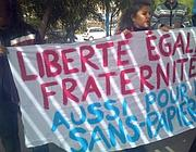 Manifestanti a Lampedusa contestano la visita della figlia di Le Pen (Ansa)